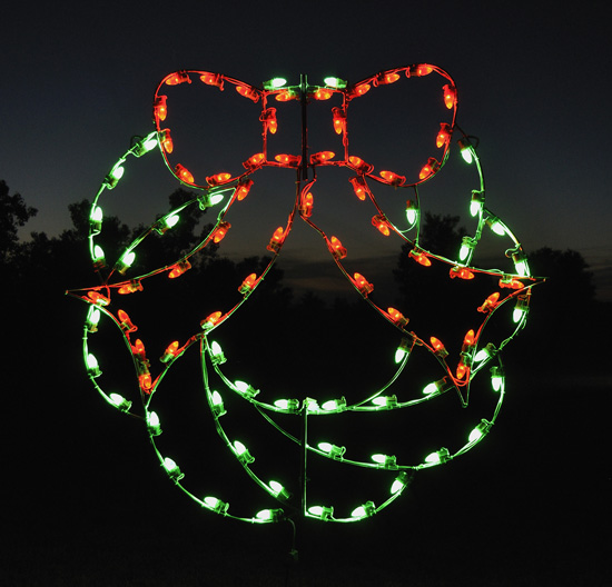 green christmas wreath with red bow led outdoor holiday light display. Black Bedroom Furniture Sets. Home Design Ideas