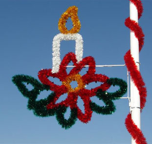 Garland Candle in Poinsetta Spray Pole Mount 5.5 Feet